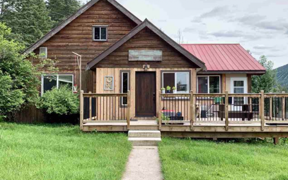 6831 SODA CREEK ROAD   > Williams Lake / McLeese Lake | 27 Riverfront Acres | 5 Bdrm Home | Fenced & Fenced | Barn & Garages | Large Greenhouse & Cold Room